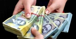 Se dau bani de la stat: 5.000 de lei de persoana. Banii intra pe card de 1 Decembrie
