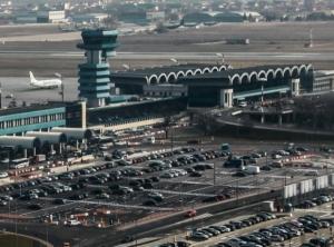 Seful CN Aeroporturi Bucuresti SA ocupa ilegal si abuziv functia de director al companiei