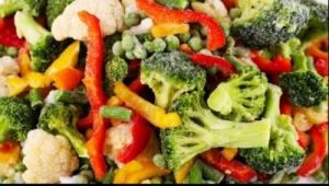 Supermarketurile anunţă clienţii să aducă înapoi fructele și legumele congelate