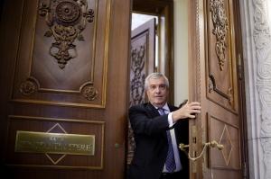 Tăriceanu: Asaltul statului paralel se manifestă şi în străinătate. Trăim într-o Românie care pare un fel de ţară sub asediu