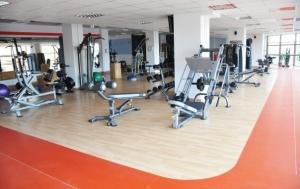 Tinerii care frecventeaza salile de fitness ar putea ajunge dupa gratii! O propunere legislativa agita spiritele in mediul online