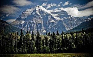 Un alpinist român a murit în Belgia! Bărbatul a căzut de la peste 200 de metri