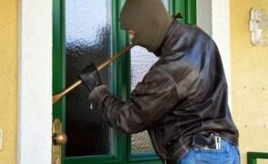 Un cuplu de spărgători de locuințe a fost prins în flagrant de polițiștii bucureșteni