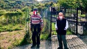 Un sat izolat din Italia are doar doi locuitori și ambii insistă să poarte mască de frica Covid-19!