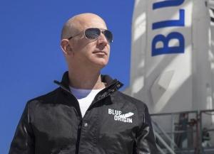 Unii au vrut ca Jeff Bezos să rămână în spaţiu: