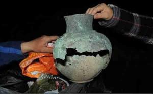 Vas unicat din perioada greco-romană, recuperat de polițiști după ce fusese aruncat la gunoi de un angajat al primăriei