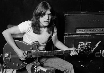 A murit Malcolm Young, unul dintre co-fondatorii trupei rock AC/DC