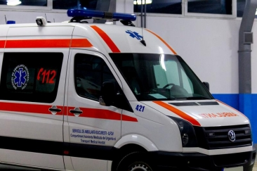 Aproape de comă alcoolică: O fată de 12 ani din Galați, dusă la spital după ce a căzut pe stradă
