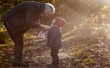 Bunicii nu ne parasesc niciodata, ei doar devin invizibili. Toti trebuie sa citeasca aceasta poveste induiosatoare