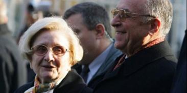 """Ce face Nina la 86 de ani de cand sotul Ion Iliescu e dezamăgit de politică: """"Ma uit la seriale turcesti si..."""""""