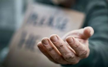 Coşmarul unui român: Forţat să cerşească  în Spania până şi-a pierdut degetele de la un picior şi vândut apoi pe câţiva euro