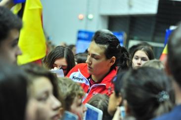 """Cristina Neagu plânge la revenirea în ţară: """"Sunt tristă, frustrată, dezamăgită"""""""