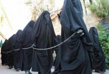 Cutremuratoarea poveste a virginelor yazidi vandute de Isis goale, la licitatie