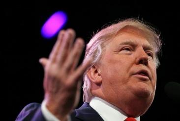 Donald Trump se bate cu Jeb Bush pentru cursa prezidențială din SUA