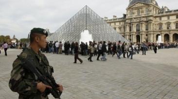 "Francois Hollande: ""Riscăm noi atentate"". Stare de alerta maxima in Franta"