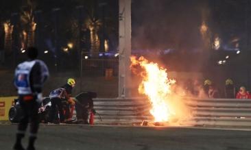 Imagini cu resturile maşinii lui Romain Grosjean. Monopostul s-a rupt în două şi a luat foc