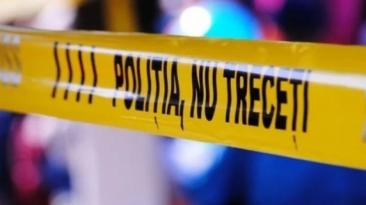 Incident socant in curtea unei biserici. Un barbat si-a injunghiat mortal sotia si copilul, apoi a incercat sa se sinucida