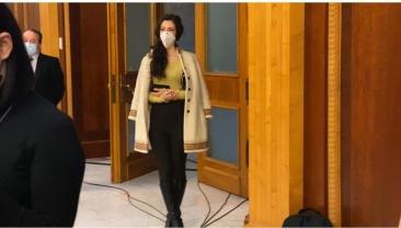 Iubita lui Vlad Voiculescu a venit pe usa din dos la conferința de presă a acestuia