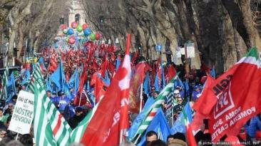 Manifestaţii la Roma. Sute de mii de persoane au protestat la adresa Guvernului