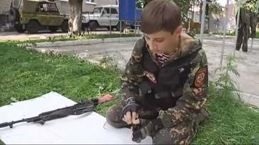 Marturiile cutremuratoare ale copiilor-soldati din Ucraina: Micii separatisti cu Kalasnikov