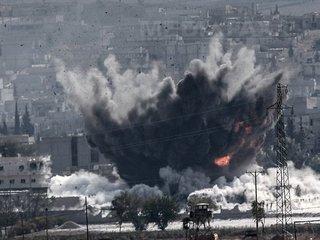 Orientul Mijlociu: Steaguri americane incendiate în cursul protestelor din Irak faţă de atacurile SUA din Siria