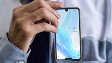 """Primul smartphone din lume cu două """"bretoane"""""""