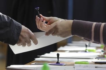PSD şi PNL sunt aproape la egalitate în intenţia de vot pentru alegerile europarlamentare