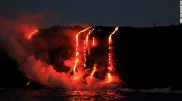VIDEO. Erupţie vulcanică spectaculoasă în Hawaii. Imagini surprinse din elicopter