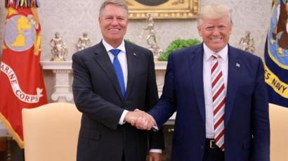 """""""Make Romania great again"""". Ce cadou neașteptat a primit Iohannis de la Trump"""