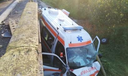 A murit pacienta infectată cu coronavirus din salvarea căzută aseară de pe pod la Cornesti