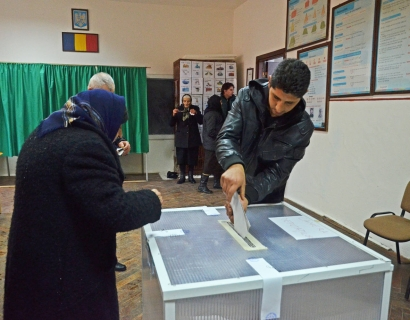 ALEGERI ÎN MOLDOVA. Bătălie decisivă pentru Primăria Chişinău între liberalul Dorin Chirtoacă şi socialista Zinaida Greceanîi