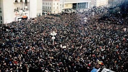 Deși nu mai există legal, institutul lui Ion Iliescu refuză să predea către Guvern documentele despre crimele de la Revoluție