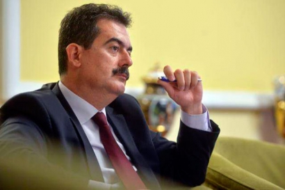 Ministrul Andrei Gerea acordă consultaţii nocturne la o halbă de bere