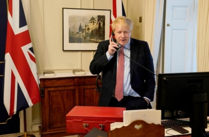 Premierul Boris Johnson, infectat cu coronavirus, a ajuns la terapie intensivă după ce starea sa s-a înrăutățit
