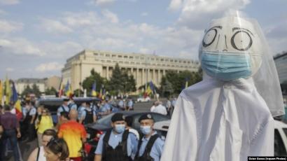 """Protest în Piaţa Victoriei: """"De ce nu spuneţi că nu a fost declarată epidemia?"""""""