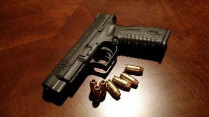 Scandalul permiselor de port-armă: Prefectul de Caraș-Severin a fost pus sub control judiciar, alți 5 suspecți au fost reținuți pentru 24 de ore