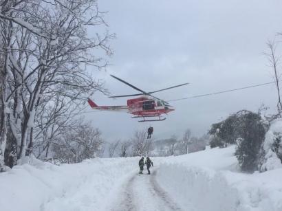 Trei români în hotelul din Italia lovit de avalanşa din Italia