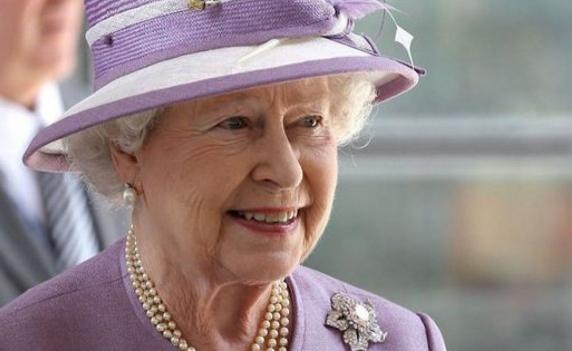 """""""Regina Marii Britanii a murit în această dimineaţă, a suferit un atac de cord"""". Mesajul distribuit ca o glumă care s-a dovedit unul cât se poate de serios"""