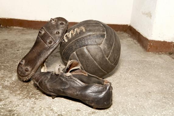 160 de ani de istorie a ghetelor de fotbal. De la piuneze sau cuie-n talpă până la crampoane proiectate de Inteligenta Artificială