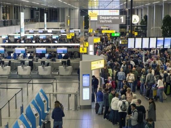 Aeroportul din Amsterdam. Politistii au fost nevoiti sa deschida focul impotriva unui bărbat inarmat