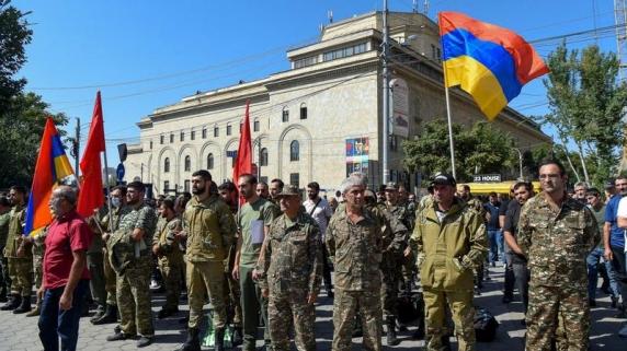 Armenia a declarat legea marțială și mobilizarea totală a Armatei după noi conflicte în regiunea Nagorno-Karabah