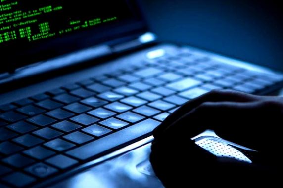 Autorităţile americane cer extradarea a doi hackeri români care au spart calculatoarele poliţiei din Washington DC
