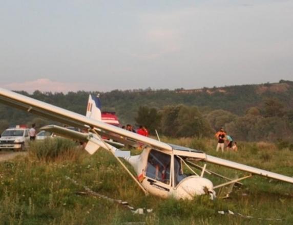 Avion de mici dimensiuni, obligat să aterizeze forţat în Alba Iulia