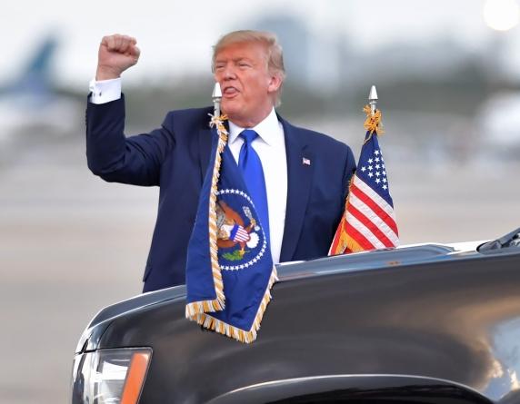 Avocatii lui Trump fac prima miscare de aparare impotriva destituirii presedintelui
