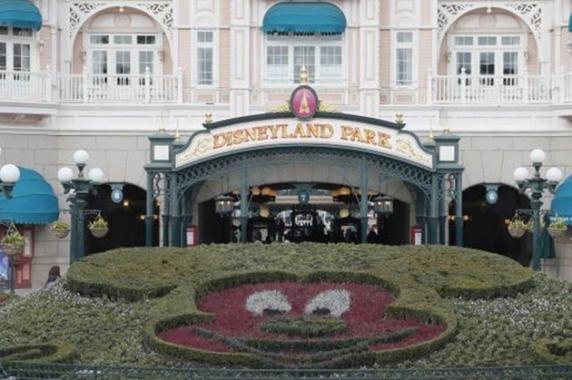 Bărbat înarmat, arestat în Parcul de distracţii Disneyland din Paris
