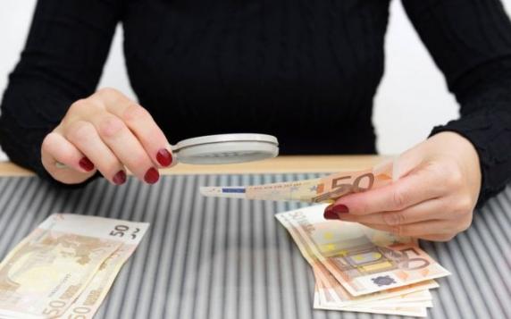 Bancnote false valorând 28 de milioane de euro, produse inclusiv în România, confiscate de poliţia italiană