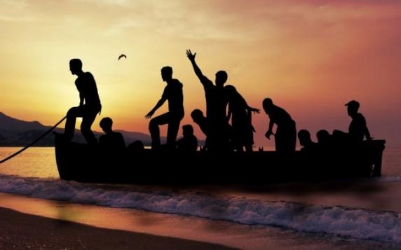 Barcă cu cadavrele a 24 de migranţi la bord, găsită în apropiere de Tenerife
