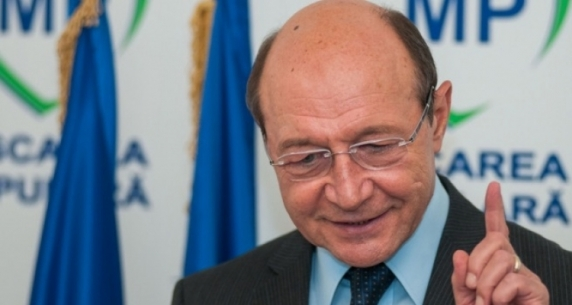 Basescu: Iohannis sa introduca la referendum o intrebare despre numarul de parlamentari
