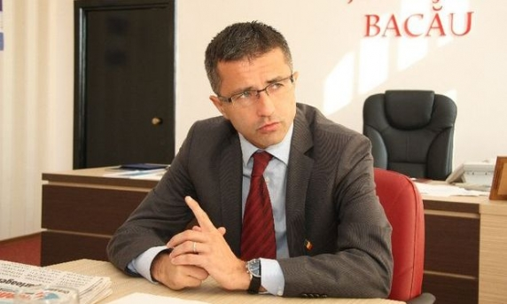 Budapesta exulta! In plină campanie electorală, prefectul de Bacău face jocul Ungariei și atacă în justiție deciziile privind Cimitirului Eroilor Valea Uzului
