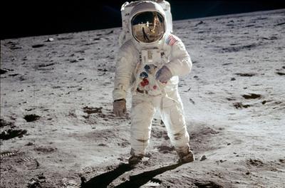 Buzz Aldrin, omul care a păşit pe Lună, evacuat de la Polul Sud din cauza sănătăţii